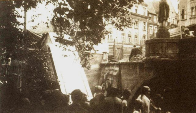 Zdjęcie tramwaju po wypadku.